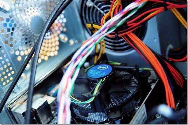 『ワイヤーネット』と『マジックテープ(結束テープ)』でPCの配線整理に挑戦!